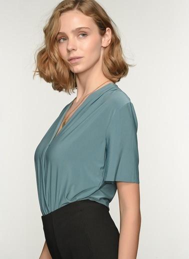 NGSTYLE Ngkss21Bl0024 Kruvaze Alttan Çıtçıtlı Bluz Yeşil